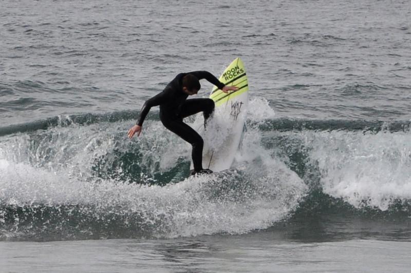 Surfeando en Deba Txintxe backside reentry - IPAR Surf Skate Eskola