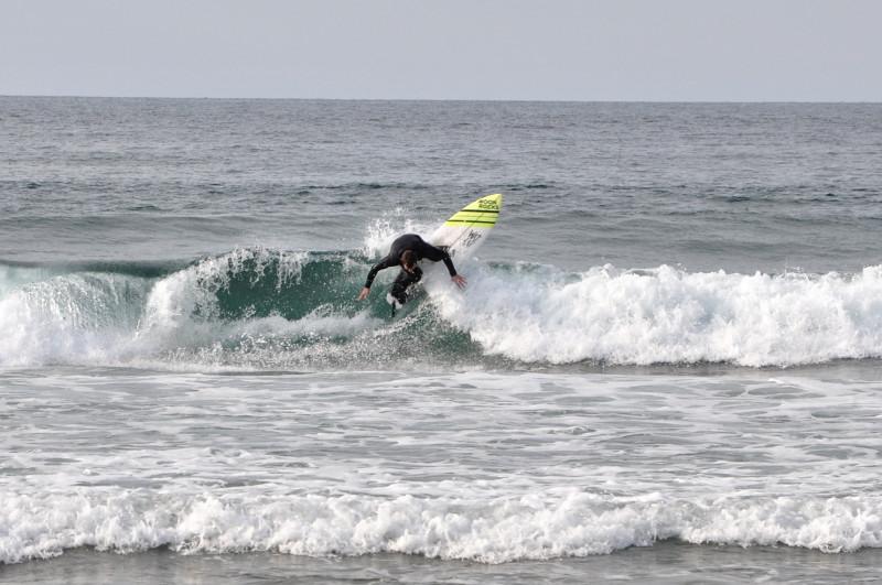 Surf en Deba Txintxe backside reentry - IPAR Surf Eskola