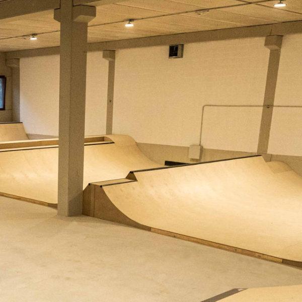 Skatepark-indoor-en-eibar-matsaria_escuela-skate-IPAR-skate-eskola